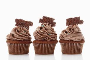 Close up of buttercream chocolate cupcake with chocolate stiの写真素材 [FYI04336305]