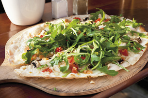 Close up of tarte flambee with rocket and Gorgonzola cheeseの写真素材 [FYI04336322]