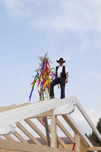 Europe, Germany, Rhineland Palatinate, Man celebrating toppiの写真素材 [FYI04336343]