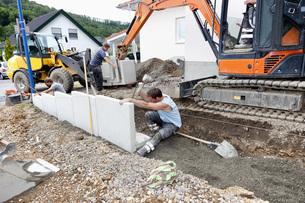 Europe, Germany, Rhineland Palatinate, Men installing cornerの写真素材 [FYI04336386]