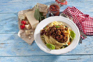 Plate of Spaghetti Bolgnese and ingredientsの写真素材 [FYI04336469]