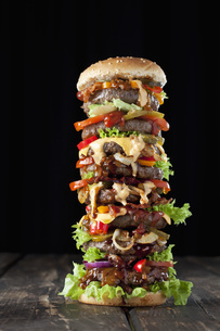 Extra large hamburgerの写真素材 [FYI04336477]