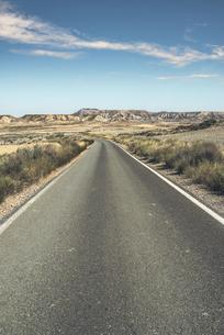 Spain, Logrono, empty roadの写真素材 [FYI04336899]
