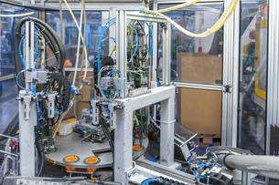 Production machine for plastic connectores in plastics factoの写真素材 [FYI04337047]