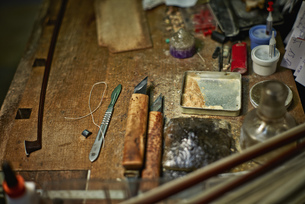 Tools in a violin maker's workshopの写真素材 [FYI04337358]
