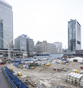 UK, London, Docklands, construction site at financal districの写真素材 [FYI04337377]