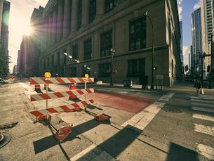 USA, Illinois, Chicago, construction site on crossroadの写真素材 [FYI04337447]