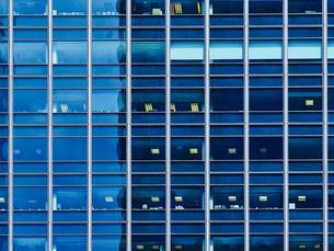 USA, Illinois, Chicago, High-rise building, glass facadeの写真素材 [FYI04337451]