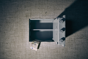 Germany, opened safe with euro noteの写真素材 [FYI04337543]