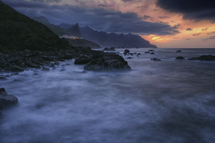 Spain, Tenerife, The rocky coast of Taganana with the formatの写真素材 [FYI04337730]