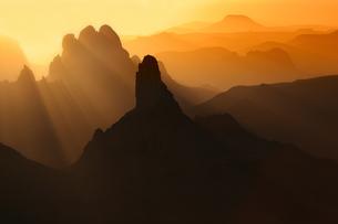 Algeria, Wilaya Tamanrasset, Hoggar Mountains with volcanicの写真素材 [FYI04337748]