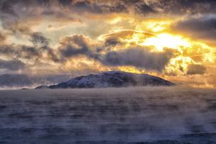 Arctic Ocean, clouds above the Barents Sea at twilightの写真素材 [FYI04337760]