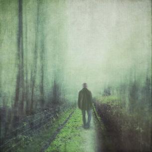 Man walking on forest pathの写真素材 [FYI04337853]