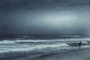 France, Contis-Plage, man walking on the beach, textured effの写真素材 [FYI04337858]