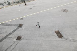 Spain, Barcelona, jogging womanの写真素材 [FYI04338032]