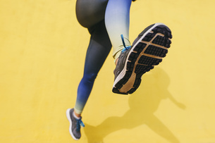 Spain, Barcelona, jogging woman, sole of shoeの写真素材 [FYI04338036]