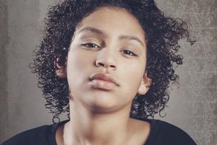 Portrait of young girlの写真素材 [FYI04338217]