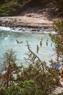 Spain, Balearic Islands, Menorca, Cala Enturqueta, view of aの写真素材 [FYI04338277]