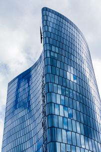 Austria, Vienna, headquarters of OMV in office building Hochの写真素材 [FYI04338344]