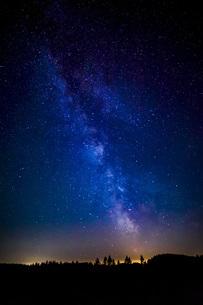 Austria, Upper Austria, Leopoldschlag, Night sky with starsの写真素材 [FYI04338349]