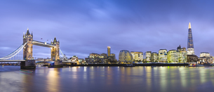 Great Britain, England, London skyline from river thames andの写真素材 [FYI04338473]