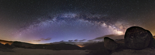 Spain, Ourense, night shot with stars and milky way in winteの写真素材 [FYI04338477]