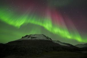 Iceland, scenery with Aurora Borealisの写真素材 [FYI04338513]