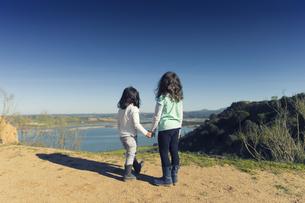 Spain, Burujon, back view of two little girls looking at a lの写真素材 [FYI04338538]