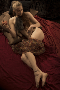 Female nude wearing necklace of sepia spaghettiの写真素材 [FYI04338645]