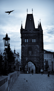 Czechia, Prague, view to gate at Charles bridgeの写真素材 [FYI04338656]