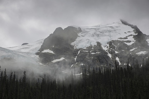 Canada, British Columbia, Joffre Lakes Provincial Parkの写真素材 [FYI04338845]