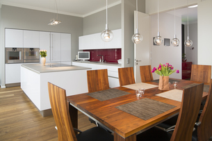 Interior of modern flat, Dining area and open plan kitchenの写真素材 [FYI04339219]