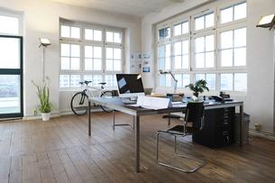 Interior of a modern informal officeの写真素材 [FYI04339335]