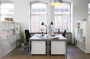 Empty officeの写真素材 [FYI04339340]