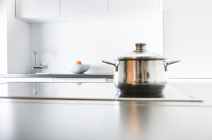 Modern kitchen, pot on cookerの写真素材 [FYI04339417]