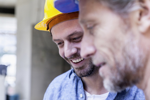 Close-up of two smiling men on construction siteの写真素材 [FYI04339644]