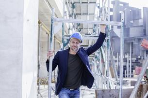 Confident architect on construction siteの写真素材 [FYI04339646]