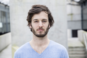 Portrait of young man with brown hair and beardの写真素材 [FYI04339770]