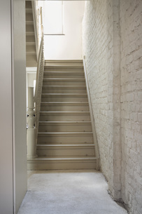 Empty house with staircaseの写真素材 [FYI04340004]