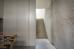 Empty house with staircaseの写真素材 [FYI04340006]
