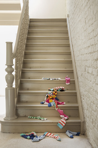 Socks fallen on staircaseの写真素材 [FYI04340009]