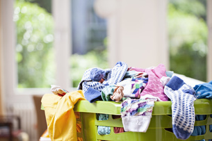 Germany, North Rhine Westphalia, Cologne, Clothes in laundryの写真素材 [FYI04340035]