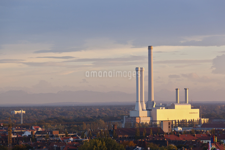 Germany, Bavaria, Munich, View of waste incineration and powの写真素材 [FYI04340164]