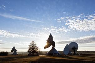 Germany, Bavaria, Raisting, View of antennas at earth statioの写真素材 [FYI04340171]