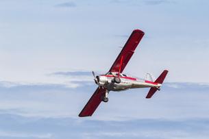 USA, Alaska, Plane over Lake Clark National Park and Preservの写真素材 [FYI04340219]
