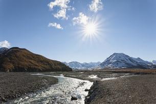 USA, Alaska, View of Toklat River at Denali National Parkの写真素材 [FYI04340229]