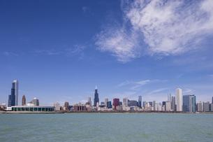 USA, Illinois, Chicago, View of Shedd Aquarium and Willis toの写真素材 [FYI04340261]