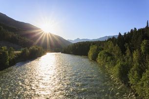 Canada, British Columbia, Sunrise at Fraser Riverの写真素材 [FYI04340278]