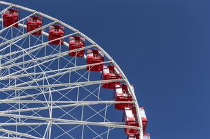 Ferris wheel against blue skyの写真素材 [FYI04340350]