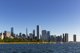 USA, Illinois, Chicago, Skyline and Lake Michiganの写真素材 [FYI04340357]